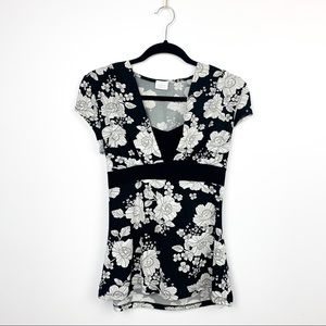 🌼2/$22🌼 Short Sleeve Floral Blouse w/ Tied Back
